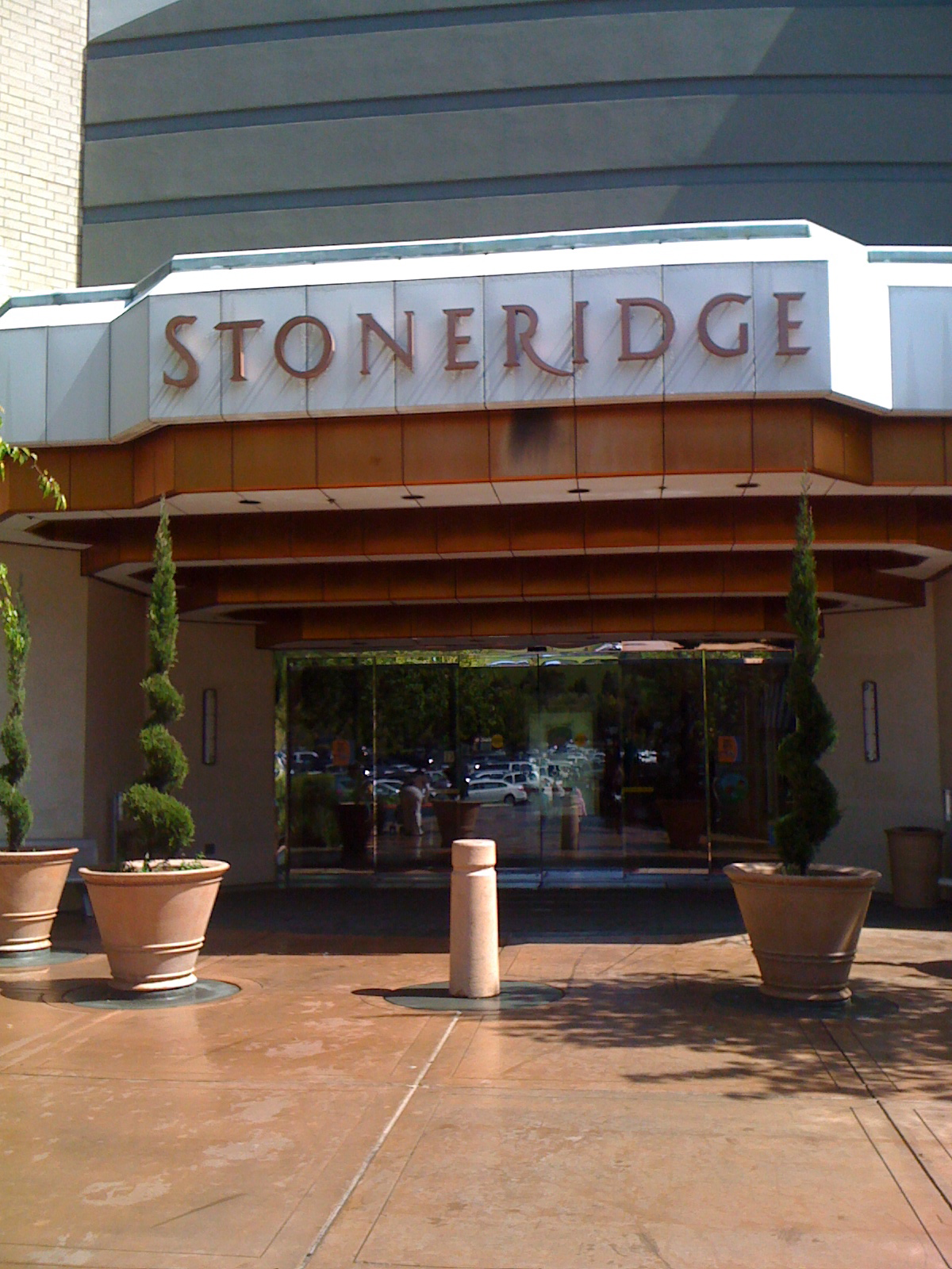 Stoneridge Shopping Center, CA